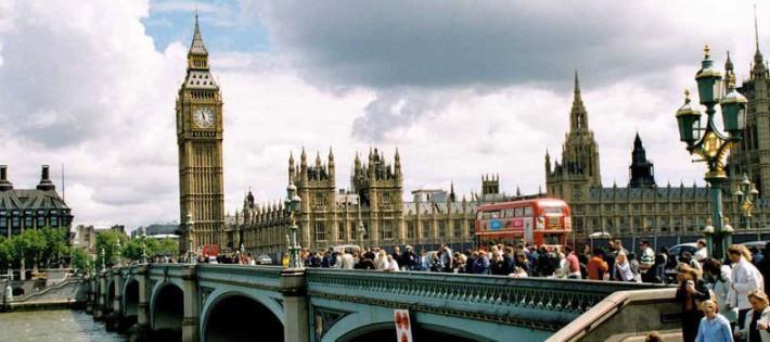 Westminster-Bridge-Tourist.jpg